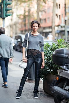 Well Dressed Vandals: Marina Nery - The VandalList Model Street Style, Street Style Women, Marina Nery, Leather Tights, Leather Trousers, Quoi Porter, Black Wardrobe, Cropped Sweater, Jumper