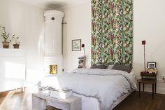 Hos Fantastic Frank hittar ni denna ljuvliga lägenhet. Den är uppdelad i två plan, har en terass med utsikt över Vasastan i Stockholm, två kakelugnar och öppen spis. Helt enkelt, lägenheten har allt vi önskar!