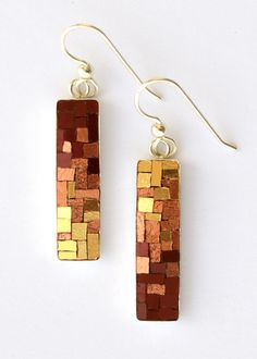 A new mosaic or mosaic jewelry piece five days a week.