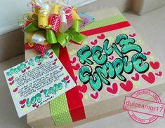 Hermosos y deliciosos desayunos, meriendas y anchetas sorpresa personalizadas! Personalizamos tus ta... #yooying Tombow, Ideas Para, Diy And Crafts, Wraps, Gift Wrapping, Lettering, Birthday, Gifts, Amor