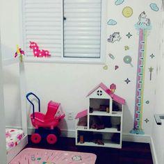 """0d2db6440 TaColado Adesivos e Decoração on Instagram  """"A  cmvieira nos mandou essas  fotos lindas do quarto da sua princesa com a nossa Régua de Crescimento  Infantil ..."""