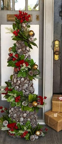 Made with a tomato cage!!! FRESH PINECONE CRAFTS