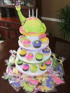 Tarta Dinosaurio, cupcakes y galletas