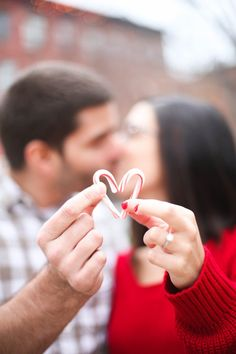 christmas engagement session - love the candy cane heart