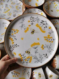 Painted Ceramic Plates, Hand Painted Ceramics, Ceramic Painting, Ceramic Art, Porcelain Painting Ideas, Hand Painted Pottery, Porcelain Ceramic, Ceramic Mugs, Ceramic Bowls