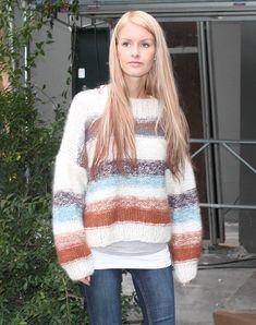 stribet strikketrøje sweater strikkekit Autumn Fashion, Women's Fashion, Knitwear Fashion, Knit Picks, Fall Sweaters, Aeo, Knitting Yarn, Knit Patterns, Jumpers
