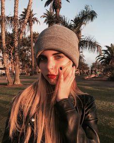 Vic Roman, Photos Tumblr, Poses, Foto E Video, Winter Hats, Beanie, Face, Instagram Posts, Karma