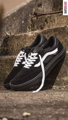 Check the new colorway Blackout White and get your new pair now! Skate Shoe Brands, Skate Shoes, New Skate, Shoe Releases, Nike Sb, Skateboard, Vans, Heels, Sneakers