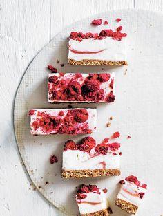 raw frozen yoghurt bar by donna hay Köstliche Desserts, Frozen Desserts, Frozen Treats, Delicious Desserts, Dessert Recipes, Yummy Food, Raw Food Recipes, Sweet Recipes, Healthy Recipes