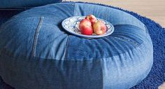 I jeans e tante idee per riutilizzarli! Jean Crafts, Denim Crafts, Big Pillows, Floor Pillows, Cushions, Sewing Hacks, Sewing Projects, Sewing Ideas, Denim Ideas
