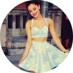 Ariana Grande Style.