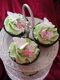 Pretty mint green cupcakes!!