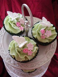 Pretty mint green cupcakes!!