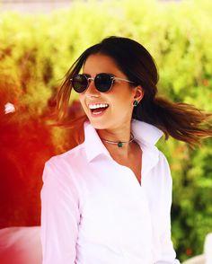 Pq o sorriso é sempre o melhor acessório para um look né?  O toque final fica por conta do óculos e das jóias  @lookluminous #lookluminous #SPFW #QGFhits @fhits
