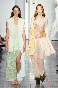 See all the Collection photos from Erika Cavallini Spring/Summer 2018 Ready-To-Wear now on British Vogue Vogue Paris, Fashion Week, Womens Fashion, Fashion Trends, Milan Fashion, Vogue Russia, Fashion Show Collection, Spring Summer 2018, Mannequins