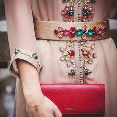 "315 mentions J'aime, 2 commentaires - caftan.me (@caftanme) sur Instagram : ""#femme #girls #caftan #takchita #beautiful #stars #Abonné #accesoires #soirée #nice #tagforlike…"""