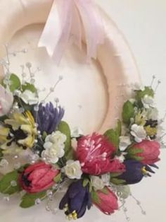 Orchid Arrangements, Diy Wall Art, Handmade Flowers, Bridal Accessories, Paper Flowers, Orchids, Diy And Crafts, Floral Wreath, Yarn Wreaths