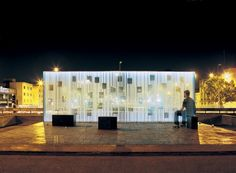 women in the memory monument by oficina de arquitectura. CHILE.