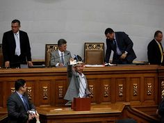Tres diputados opositores reintegrados a Congreso de Venezuela