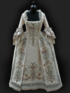 Robe Paree about 1780
