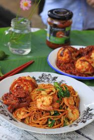 Eat Your Heart Out: Recipe: Mee Goreng (Malay-style fried yellow noodles) Veg Recipes, Asian Recipes, Cooking Recipes, Ethnic Recipes, Savoury Recipes, Chinese Recipes, Chinese Food, Malaysian Cuisine, Malaysian Food