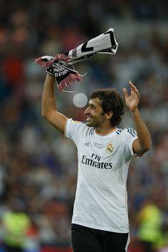 Raul during the Real Madrid CF v Al-Sadd - Santiago Bernabeu Trophy Pure Football, World Football, Football Soccer, Football Stuff, Real Madrid, I Fall In Love, Falling In Love, Isco, Gareth Bale