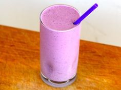 Oat & Berry Protein Shake #cleaneating #cleaneatingrecipes #proteinshake #breakfast #cleananddelicious
