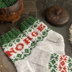 Vottemønster,Sokkemønster ,mønster til pannebånd og mini Selbu 🐑🇳🇴 | FINN.no Mittens, Christmas Sweaters, Knitting Patterns, Monogram, Blanket, Crochet, Mini, Tights, Tejidos