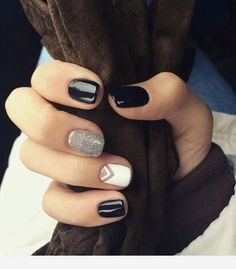 Black and silver - nails Cute Acrylic Nails, Cute Nails, Pretty Nails, Nagellack Trends, Stylish Nails, Green Nails, Nagel Gel, Gorgeous Nails, Simple Nails
