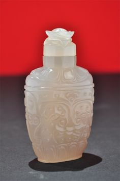 Very Rare SUPERB Antique Chinese Fine Carved Agate Snuff Bottle: Archaic Faces
