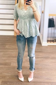 One method you can instantly look contemporary is to integrate existing trends in your OOTDs. But be careful with patterns and definitely do not wear fashionable pieces head-to-toe. Try pairing some frayed denims with an easy shirt for beginners. Lace Top Outfits, Cute Date Outfits, Casual Skirt Outfits, Chic Outfits, Fashion Outfits, Night Outfits, Night Out Outfit Clubwear, Date Night Outfit Summer, Summer Outfits