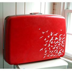 I love Vintage Samsonite luggage ^_^ Adding little birds on makes it even cuter and more unique. Want.
