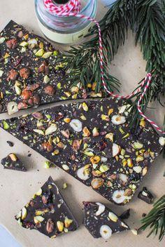 tablete natalícia com pistáchios e arandos | pistachio cranberry chocolate bark
