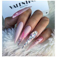 3,212 отметок «Нравится», 18 комментариев — Margarita (@margaritasnailz) в Instagram: « ———————————————————–——— @valentinobeautypure @vetro_usa # 213 #nails #glitter…»