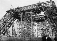 TOUR EIFFEL-CONSTRUCTION. Janvier 1888