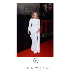 #fashion #podwika #podwikadress #bestlook#fashionicon #kasiawarnke #white #elegance #modern #classy #pitbull #movie #moviepremiere #redcarpet #weloveit