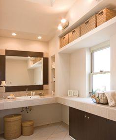 たっぷり収納のL型タイル貼り洗面カウンター。|おしゃれ|かわいい|造作洗面|洗面室|洗面台|洗面ボウル|収納|タイル|洗面|カウンター|