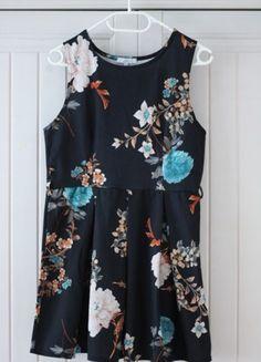 Urocza sukienka w kwiaty New Look
