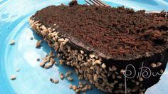 Eu sei que um bolo com um nome deste não é exatamente o mais apropriado para o meu filho preparar comigo em homenagem ao pai que passou o aniversário viajando, mas ele não precisa saber disso, não …