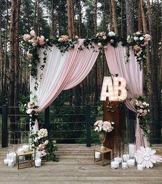 Casamento ao ar livre: Veja dicas para decorar o altar da cerimônia de acordo com o seu estilo! Acesse para não perder nenhuma dica valiosa!