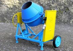 Concrete Mixer paper Model In 1/25 Scale - by Modern Mug  -- A very weel done and detailed paper model of a concrete Mixer, in 1/25 scale, by Polish website Modern Mug.