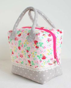 Clover & Violet — Enjoy the Sewing :: A Strawberry Ellie Travel Case by Fabric Mutt