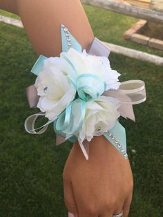 Wrist corsage/ Mint and Gray wrist corsage/ silver and mint Wrist corsage/ Prom wrist Corsage by CreationsCuadraHauck on Etsy Wedding Cake Fresh Flowers, Prom Flowers, Bridal Flowers, Flowers In Hair, Homecoming Flowers, Prom Corsage And Boutonniere, Corsage Wedding, Bridesmaid Corsage, Corsages