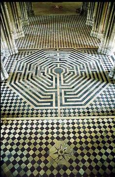 Dallage de la Basilique de Saint-Quentin, Picardie, France