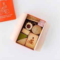 Cookie Box, Cute Cookies, Dessert Drinks, Life Planner, Box Packaging, Sweets, Gifts, Treat Box, Bakery