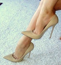 Nude Heels with toe cleavage ❤️
