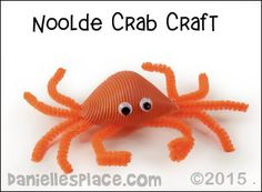 Under the Sea Crafts for kids. How to Make fish crafts, under the sea crafts, and learning activities for kids Pasta Crafts, Crab Crafts, Macaroni Crafts, Preschool Crafts, Crafts For Kids, Under The Sea Crafts, Mermaid Under The Sea, Creative Arts And Crafts, Classroom Crafts