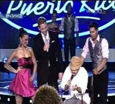 Jerry Rivera caracterizaando a un abuelito en idol PR