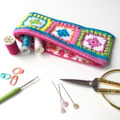 Bobble Square Zippered Hook Case - free pattern & tutorial, wow, thanks so xox ☆ ★   https://uk.pinterest.com/peacefuldoves/