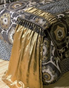 http://www.home-decorating-co.com/mm5/graphics/00000001/jennifer-taylor/more-info/mi-jennifer-taylor-espresso-bed-runners-2560655654656.jpg